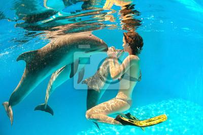 Dolphin und Mädchen