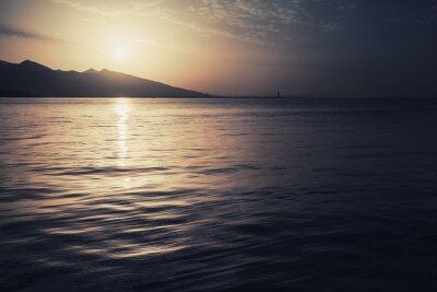 Bild Dramatische bunte seelandschaft. Meer, Sonne und Himmel