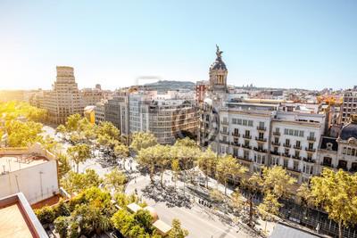 Bild Draufsicht auf Gracia Avenue mit luxuriösen Gebäuden in der Stadt Barcelona
