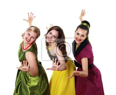 drei junge Frau im hellen Farbe Kleider