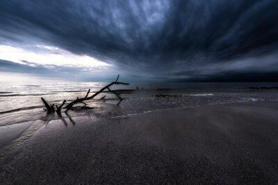Bild Dunkle Wolken über dem Ozean