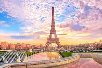 Bild Eiffel Tower at sunset in Paris, France. Romantic travel background