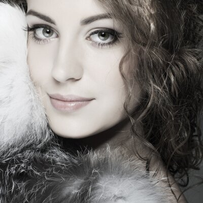 Bild Ein Foto von sexuellen schöne Mädchen ist in Pelzkleidung