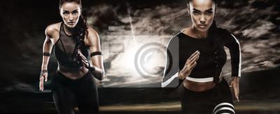 Ein starker athletischer, Frauensprinter, laufend im Freien, das in der Sportkleidung, in der Eignung und in der Sportmotivation trägt. Läuferkonzept mit Kopienraum.