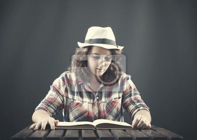 Ein Teenager zu lesen