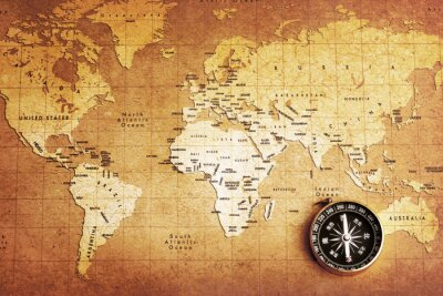 Eine alte Messing-Kompass auf einer Schatzkarte Hintergrund