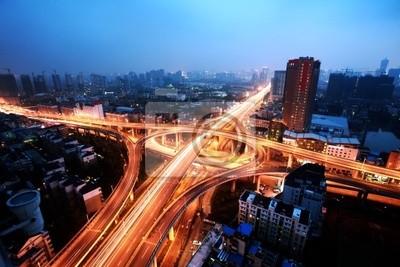 Eine Straßenkreuzung in Hangzhou