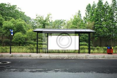 einer Werbetafel am Busbahnhof
