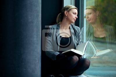Einsame Frau Lesen und Träumen