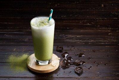 Bild Eisgekühlter grüner Tee latte.