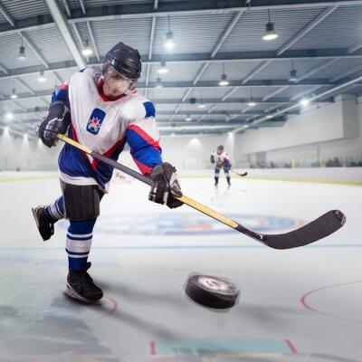 Bild Eishockey-Spieler schießt den Puck und Angriffe