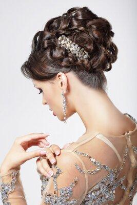 Bild Elegance. Chic. Schöne Brünette mit klassischen Frisur. Luxus