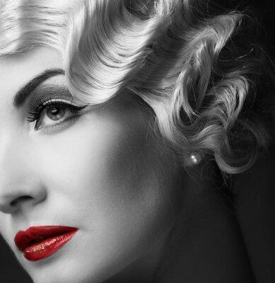Bild Elegante blonde Frau retro