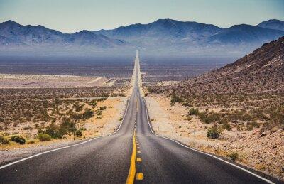 Bild Endlose gerade Autobahn im amerikanischen Südwesten, USA