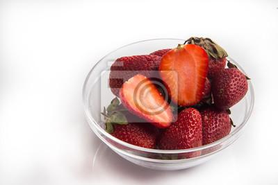 Bild Erdbeere ftuit auf dem weißen Hintergrund.