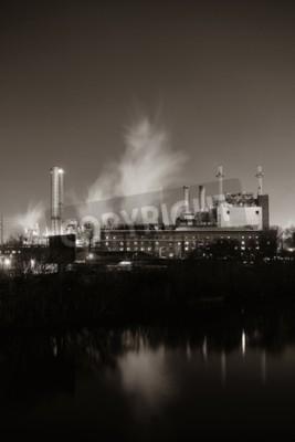 Bild Fabrik mit Schornstein in der Nacht in Philadelphia.
