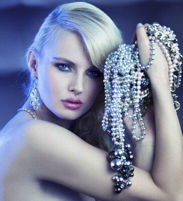 Bild Fabulous Frau mit Blumenstrauß der jewelary