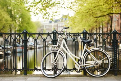 Bild Fahrrad auf Amsterdam Straße in der Stadt