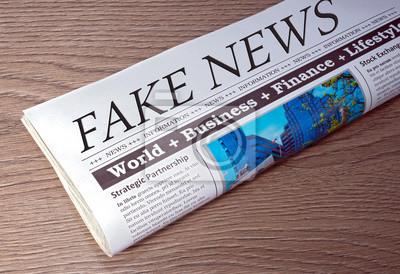 Bild Fake News Zeitung Auf Schreibtisch Im Büro