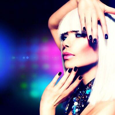 Bild Fashion Disco Party Girl Portrait. Lila Make-up und weiße Haare