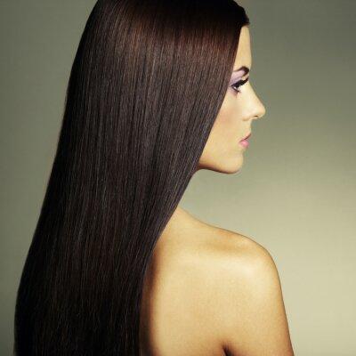 Bild Fashion Foto einer jungen Frau mit dunklen Haaren