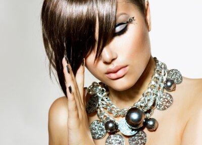 Bild Fashion Glamour Schönheit Mädchen mit stilvollen Frisur und Make-up