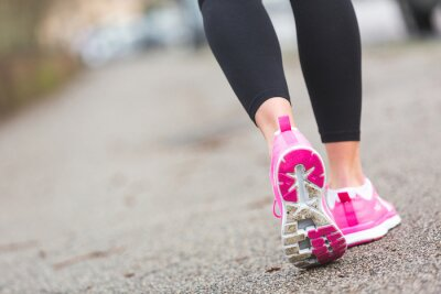 Bild Female Runner Schuhe Nahaufnahme auf der Straße, der Stadt-Einstellung.