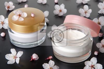 Bild Feuchtigkeitscreme mit Blumen