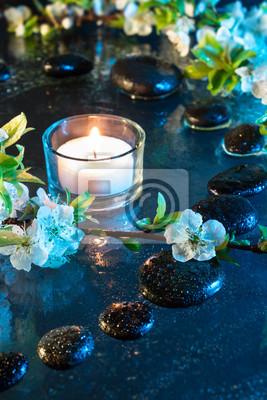 fiori di Mandorla con pietre nere e Candela