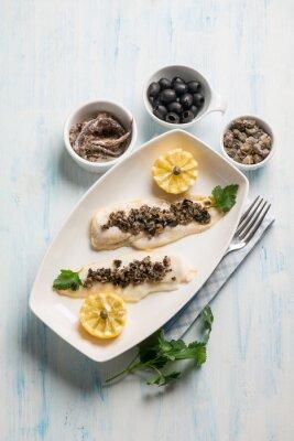Bild Fischfilet mit schwarzen Oliven Kapern und Sardellen