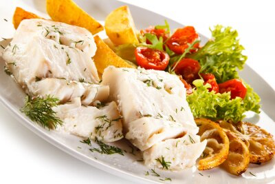 Bild Fischgericht - gekochtes Fischfilet, gebackene Kartoffeln und Gemüse