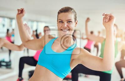 Fit Frau in einem Fitness-Studio