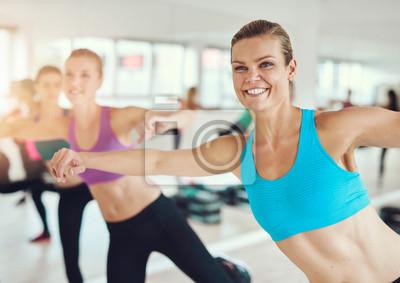 Fit und gesunde Frau Ausübung