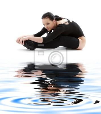 Fitness im schwarzen Anzug auf weißem Sand # 2