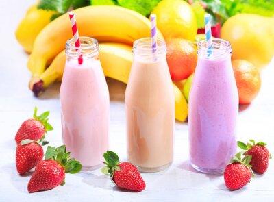 Bild Flaschen Smoothie mit frischen Früchten