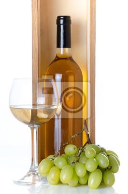 Bild Flaschen Wein in einer Holzkiste mit einem Glas Wein und weiß g