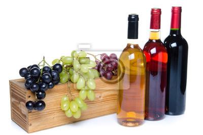 Bild Flaschen Wein vor einem Holzkasten mit Trauben