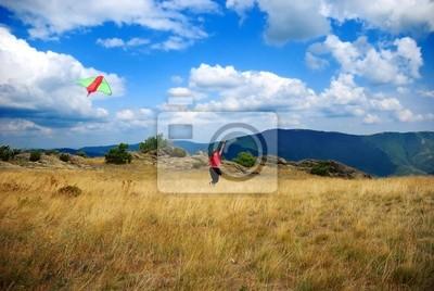 Fliege den Kite auf dem Gipfel des Berges