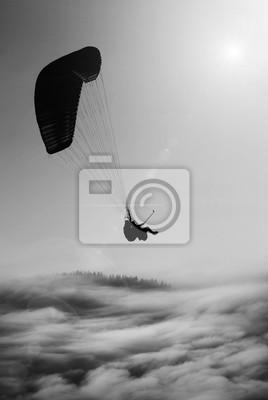 Bild Fliegender Gleitschirm. Schwarz und weiß