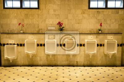 Fliesen Wand In Der Toilette Des Menschen Mit Wc Blick Von Urinale - Kleine toilette fliesen