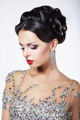 Bild Formale Partei. Model in Formal Shiny Kleid mit Juwelen