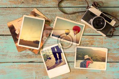 Bild Fotoalbum Erinnerung und Nostalgie im Sommer Reise Reise auf Holztisch. Instant Foto von Vintage-Kamera - Vintage und Retro-Stil