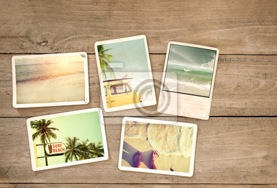 Bild Fotoalbum Erinnerung und Nostalgie Reise im Sommer Surfen Strandreise auf Holztisch. Instant Foto von Vintage-Kamera - Vintage und Retro-Stil