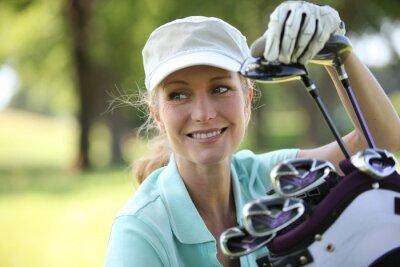 Bild Frau auf Golfplatz