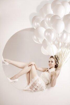 Bild Frau mit Luftballons in den Händen
