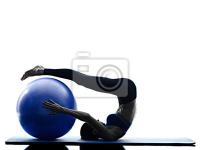 Frau Pilates ball Übungen Fitness isoliert
