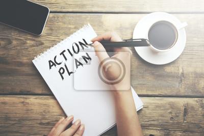Bild Frau schreiben Aktionsplan Text