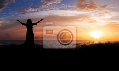 Frau Strand Sonnenaufgang.