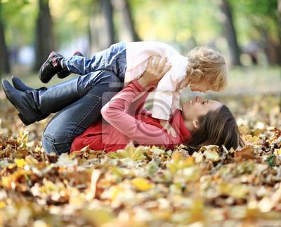 Frau und Kind haben Spaß