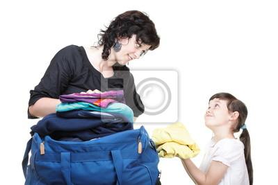 Bild Frau und Tochter Spaß Kleines Mädchen trocknet Haare isoliert